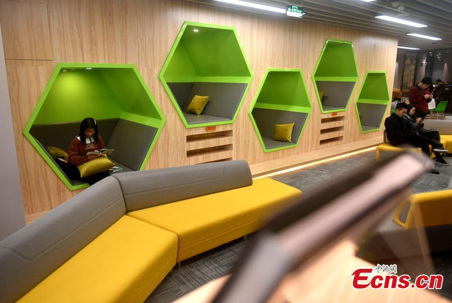 The 24-hour study room in Qishan campus of Fujian Normal University in Fuzhou City, East China\'s Fujian Province, Feb. 27, 2019. The room that never closes includes sleeping cabins and a space management system. (Photo: China News Service/Lyu Ming)