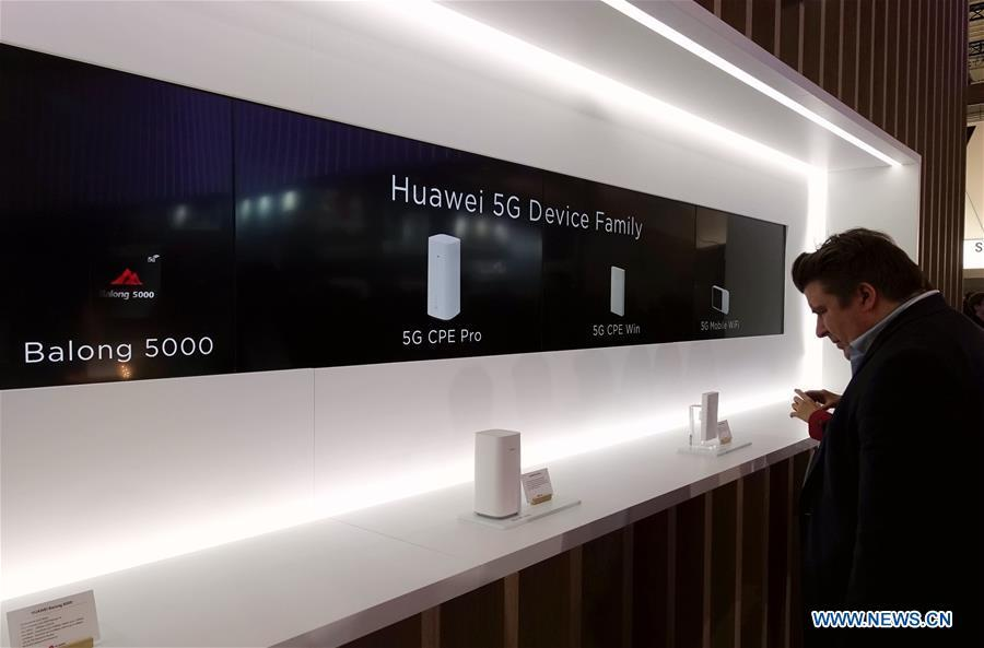 China\'s Huawei presents 5G devices at Mobile World Congress (MWC 2019) in Barcelona, Spain, Feb. 26, 2019. The four-day MWC 2019 opened its door on Monday, which presents the newest 5G products of the high-tech giants from all around the world. (Xinhua/Guo Qiuda)
