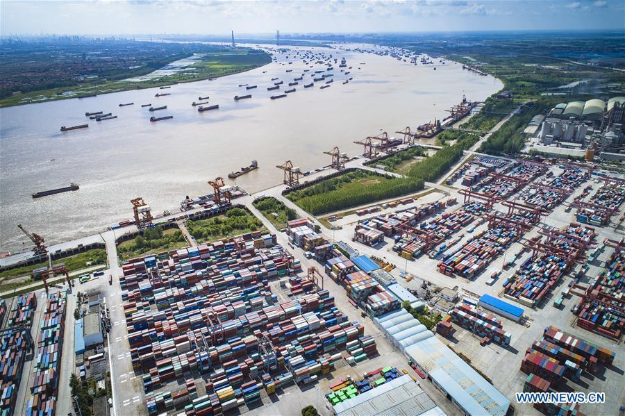 Aerial photo taken on Aug. 13, 2018 shows the Yangluo port in Wuhan, capital of central China\'s Hubei Province. China Development Bank (CDB), the world\'s largest development finance institution, has extended trillions of yuan of loans to support the development of the Yangtze River Economic Belt. As of December 2018, outstanding loans to 11 provincial-level regions along the belt amounted to 3.85 trillion yuan (about 575 billion U.S. dollars), according to the CDB. New yuan loans to these regions reached 304.5 billion yuan last year, accounting for 48 percent of the bank\'s total new yuan loans. The funds mainly went to major projects in the fields of ecological protection and restoration, infrastructure connectivity, and industrial transformation and upgrading. The CDB will continue to support ecological protection and green development of the Yangtze River in 2019, said CDB Chairman Zhao Huan. China issued a development plan for the Yangtze River Economic Belt in September 2016 and a guideline for green development of the belt in 2017. The Yangtze River Economic Belt consists of nine provinces and two municipalities that cover roughly one-fifth of China\'s land. It has a population of 600 million and generates more than 40 percent of the country\'s GDP. (Xinhua/Xiao Yijiu)