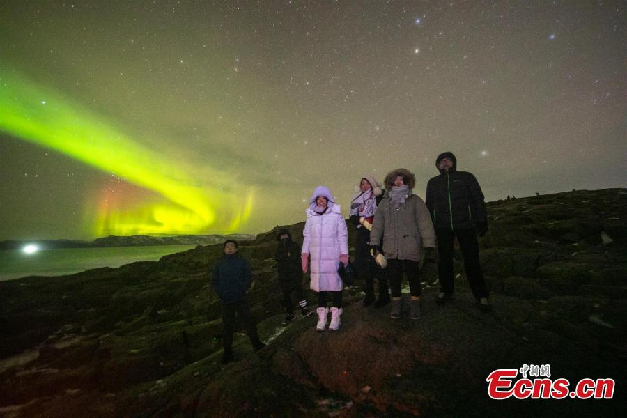 Photographer Xue Yang, of Central China\'s Hubei Province, captured the stunning northern lights during a three-day stay in Teriberka, Murmansk Region, Russia. Teriberka is one of the best places in Russia to watch the northern lights, which appear from September to April. (Photo: China News Service/Xue Yang)
