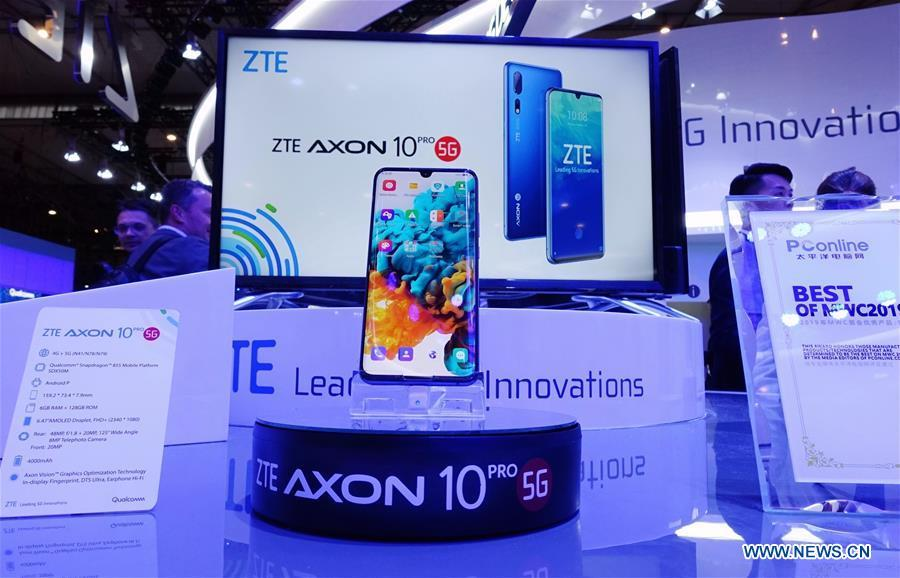 China\'s ZTE presents its Axon 10 Pro 5G cellphone at Mobile World Congress (MWC 2019) in Barcelona, Spain, Feb. 26, 2019. The four-day MWC 2019 opened its door on Monday, which presents the newest 5G products of the high-tech giants from all around the world. (Xinhua/Guo Qiuda)