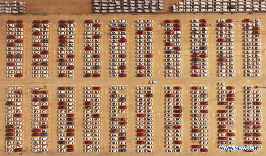Aerial photo taken on Aug. 20, 2018 shows new cars to be transported at Guoyuan Port in Chongqing, southwest China. China Development Bank (CDB), the world\'s largest development finance institution, has extended trillions of yuan of loans to support the development of the Yangtze River Economic Belt. As of December 2018, outstanding loans to 11 provincial-level regions along the belt amounted to 3.85 trillion yuan (about 575 billion U.S. dollars), according to the CDB. New yuan loans to these regions reached 304.5 billion yuan last year, accounting for 48 percent of the bank\'s total new yuan loans. The funds mainly went to major projects in the fields of ecological protection and restoration, infrastructure connectivity, and industrial transformation and upgrading. The CDB will continue to support ecological protection and green development of the Yangtze River in 2019, said CDB Chairman Zhao Huan. China issued a development plan for the Yangtze River Economic Belt in September 2016 and a guideline for green development of the belt in 2017. The Yangtze River Economic Belt consists of nine provinces and two municipalities that cover roughly one-fifth of China\'s land. It has a population of 600 million and generates more than 40 percent of the country\'s GDP. (Xinhua/Wang Quanchao)