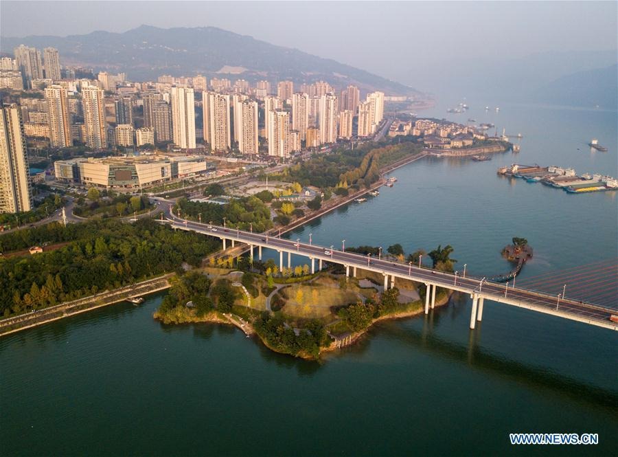 Aerial photo taken on Nov. 7, 2017 shows a riverside park in Yunyang County, Chongqing, southwest China. China Development Bank (CDB), the world\'s largest development finance institution, has extended trillions of yuan of loans to support the development of the Yangtze River Economic Belt. As of December 2018, outstanding loans to 11 provincial-level regions along the belt amounted to 3.85 trillion yuan (about 575 billion U.S. dollars), according to the CDB. New yuan loans to these regions reached 304.5 billion yuan last year, accounting for 48 percent of the bank\'s total new yuan loans. The funds mainly went to major projects in the fields of ecological protection and restoration, infrastructure connectivity, and industrial transformation and upgrading. The CDB will continue to support ecological protection and green development of the Yangtze River in 2019, said CDB Chairman Zhao Huan. China issued a development plan for the Yangtze River Economic Belt in September 2016 and a guideline for green development of the belt in 2017. The Yangtze River Economic Belt consists of nine provinces and two municipalities that cover roughly one-fifth of China\'s land. It has a population of 600 million and generates more than 40 percent of the country\'s GDP. (Xinhua/Liu Chan)
