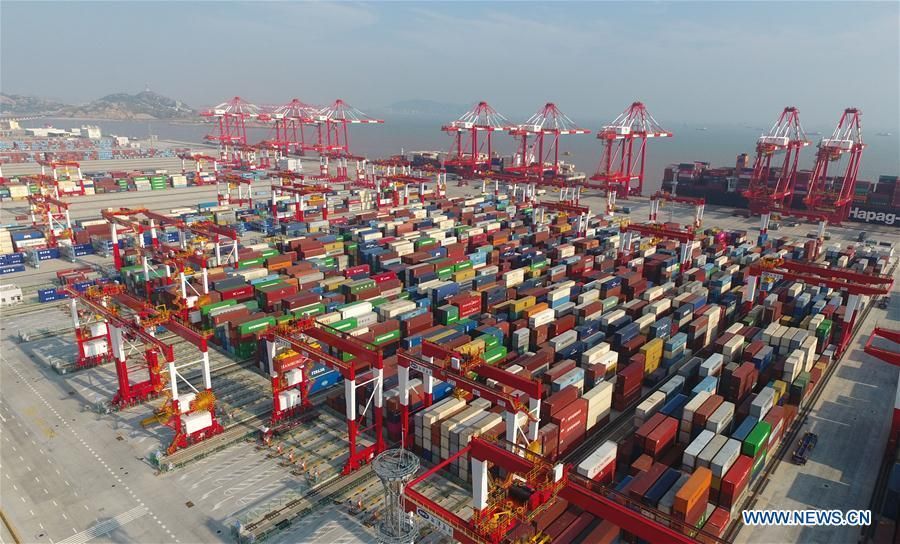Aerial photo taken on July 25, 2018 shows Phase IV of the Yangshan Deep Water Port of east China\'s Shanghai. China Development Bank (CDB), the world\'s largest development finance institution, has extended trillions of yuan of loans to support the development of the Yangtze River Economic Belt. As of December 2018, outstanding loans to 11 provincial-level regions along the belt amounted to 3.85 trillion yuan (about 575 billion U.S. dollars), according to the CDB. New yuan loans to these regions reached 304.5 billion yuan last year, accounting for 48 percent of the bank\'s total new yuan loans. The funds mainly went to major projects in the fields of ecological protection and restoration, infrastructure connectivity, and industrial transformation and upgrading. The CDB will continue to support ecological protection and green development of the Yangtze River in 2019, said CDB Chairman Zhao Huan. China issued a development plan for the Yangtze River Economic Belt in September 2016 and a guideline for green development of the belt in 2017. The Yangtze River Economic Belt consists of nine provinces and two municipalities that cover roughly one-fifth of China\'s land. It has a population of 600 million and generates more than 40 percent of the country\'s GDP. (Xinhua/Ding Ting)