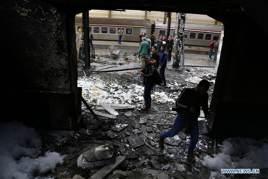 Rescuers work at the train station after a fire in Cairo, Egypt, Feb. 27, 2019. At least 25 people were killed and more than 40 others wounded when a fire erupted inside the main train station in the city center of Egypt\'s capital Cairo on Wednesday, state-run Nile TV reported. (Xinhua/Ahmed Gomaa)