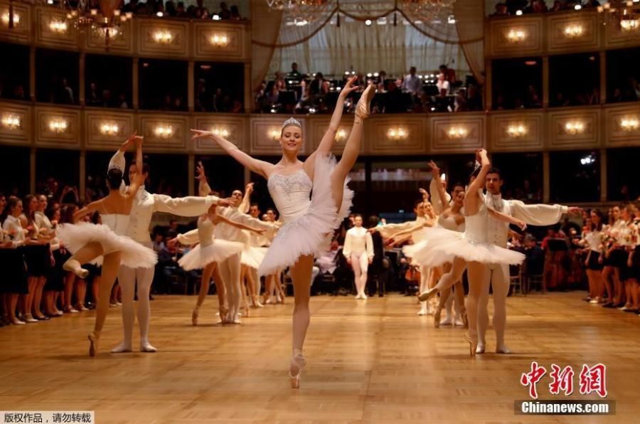 Dancers of the State Opera Ballet perform in the ballroom during the dress rehearsal for the traditional Vienna Opera Ball at the Wiener Staatsoper (Vienna State Opera), in Vienna, Austria, Feb. 27 2019. The Vienna Opera Ball takes place on 28 February. (Photo/Agencies)