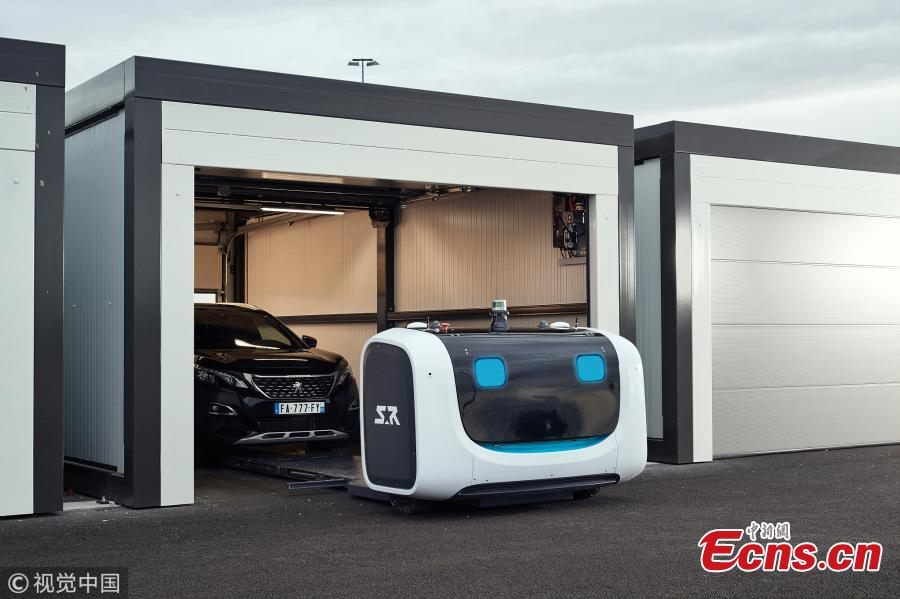 A fleet of toaster-shaped robot valets are set to be introduced at Gatwick Airport in London in August. They are able to automatically park holidaymakers\' cars so that more parking spaces at the airport can be saved.  (Photo/VCG)