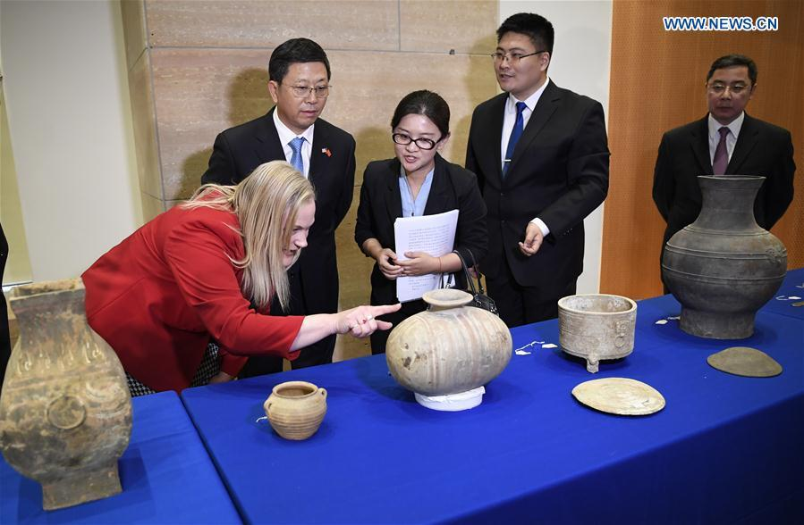 Deputy Administrator of China\'s National Cultural Heritage Administration Hu Bing (2nd L), Minister of the Chinese Embassy to the United States Li Kexin (1st R), Deputy Assistant Secretary for Policy, U.S. Department of State\'s Bureau of Educational and Cultural Affairs, Aleisha Woodward (1st L) view relics on display during a repatriation event held in the Eiteljorg Museum of Indianapolis, capital of state of Indiana, the United States, on Feb. 2, 2019. The United States announced the repatriation of 361 pieces of Chinese relics and artifacts to China at a ceremony on Thursday. (Xinhua/Liu Jie)