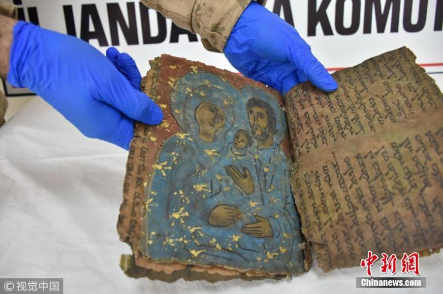 An 800-year-old Hebrew book seized in an anti-smuggling operation is on display in Diyarbakir, Turkey, Feb. 28, 2019. Police detained four suspects trying to illegally sell the book. Filled with Hebrew scripts, the leather book of some 22 pages is believed to contain religious texts. (Photo/VCG)