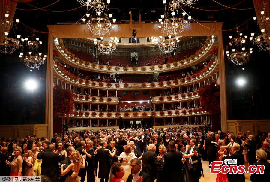 People dance during the opening ceremony of the traditional Opera Ball in Vienna, Austria, Feb. 28, 2019.(Photo/Agencies)