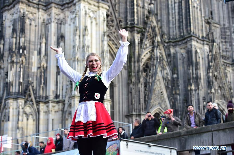 A reveler takes part in the Rose Monday carnival parade in Cologne, Germany, on March 4, 2019. The Rose Monday parade marks the high point of Cologne\'s annual carnival. (Xinhua/Lu Yang)
