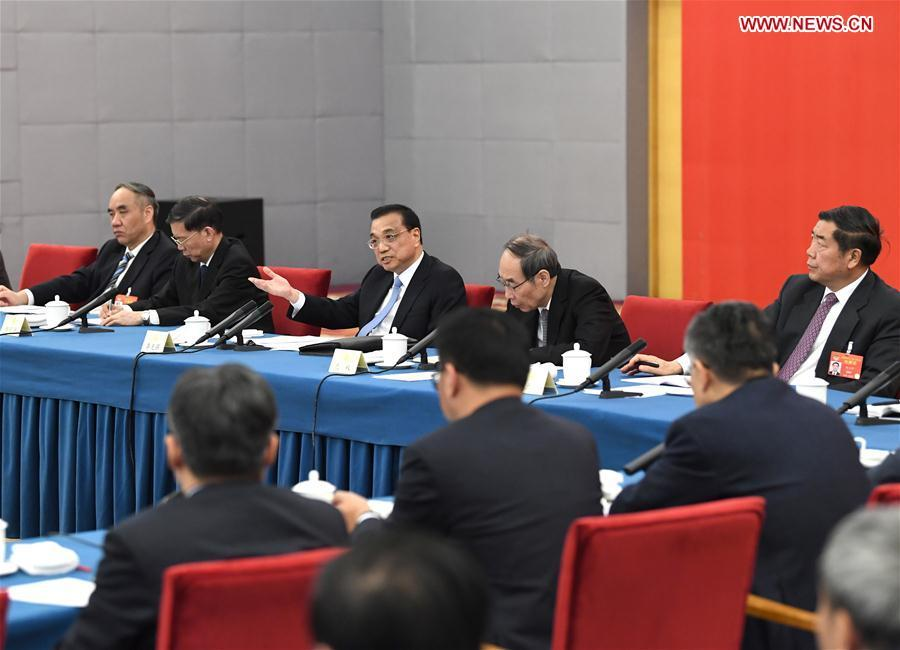 Chinese Premier Li Keqiang, also a member of the Standing Committee of the Political Bureau of the Communist Party of China (CPC) Central Committee, joins a panel discussion with political advisors from the China National Democratic Construction Association and the All-China Federation of Industry and Commerce at the second session of the 13th National Committee of the Chinese People\'s Political Consultative Conference (CPPCC) in Beijing, capital of China, March 4, 2019. (Xinhua/Rao Aimin)