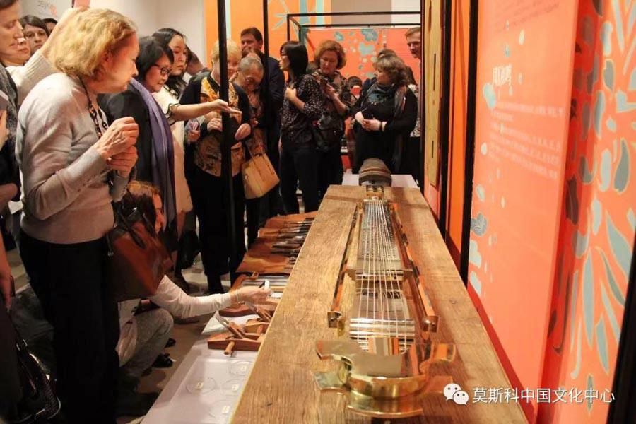Visitors to the exhibition take in a Chinese guqin, a string instrument, Feb. 27, 2019. (Photo/Chinaculture.org)