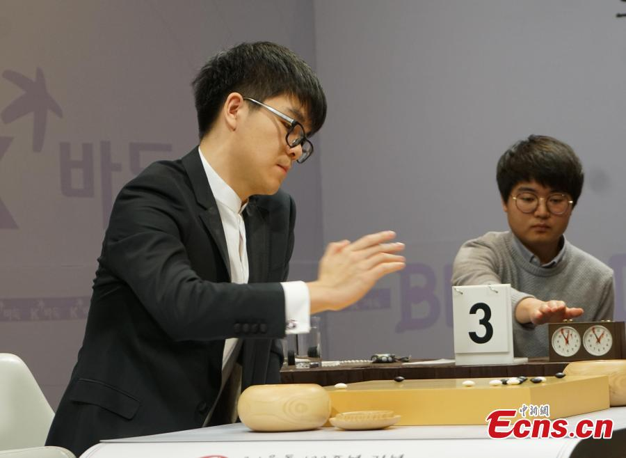 South Korean Go player Lee Se-dol and Chinese Go master Ke Jie face off for the Bloodland Cup at The Plaza Hotel in Seoul, South Korea, March 5, 2019. The one-match event was held on the occasion of the centennial anniversary of the March 1 Independence Movement in 1919. Ke won the match. (Photo: China News Service/Zheng Ding)