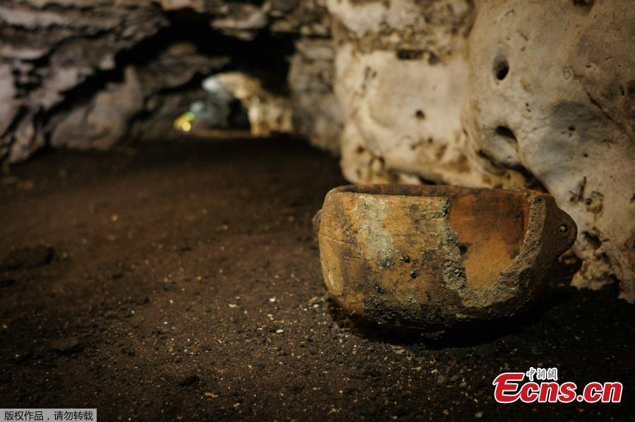 Pre-columbian artifacts sit in a cave at the Mayan ruins of Chichen Itza, Yucatan, Mexico, March 5, 2019. Mexican archaeologists say they have found a cave at the Mayan ruins of Chichen Itza with offerings of about 200 ceramic vessels in nearly untouched condition. The National Institute of Anthropology and History says the vessels appear to date back to around 1,000 A.D. (Photo/Agencies)