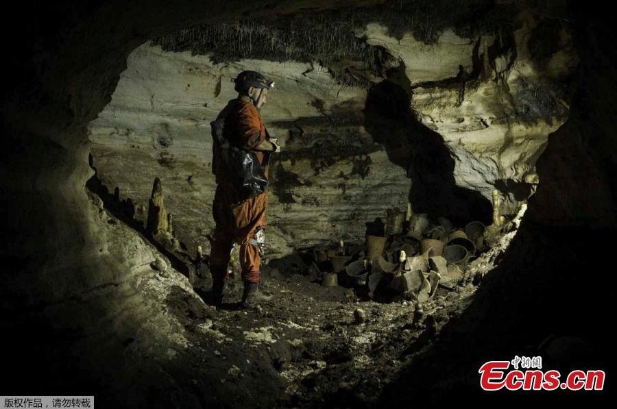 Archaeologist Guillermo de Anda stands next to pre-columbian artifacts in a cave at the Mayan ruins of Chichen Itza, Yucatan, Mexico, Tuesday, March 5, 2019. Mexican archaeologists say they have found a cave at the Mayan ruins of Chichen Itza with offerings of about 200 ceramic vessels in nearly untouched condition. The National Institute of Anthropology and History says the vessels appear to date back to around 1,000 A.D. (Photo/Agencies)