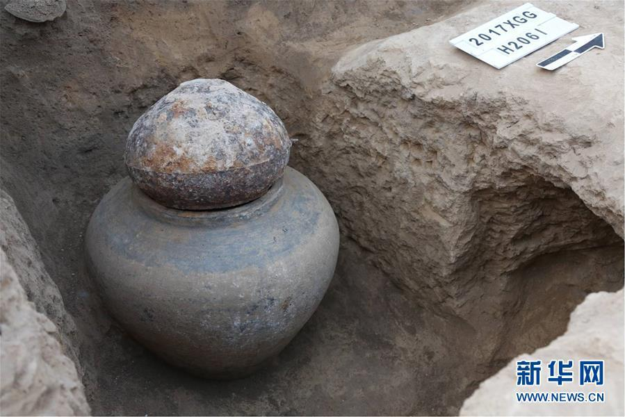 Relics unearthed at the Guanzhuang ruins in Henan Province. Excavation work at the site\'s bronze casting area has revealed bronze-making techniques dating back to the Zhou Dynasty (1046-256BC). (Photo/Xinhua)