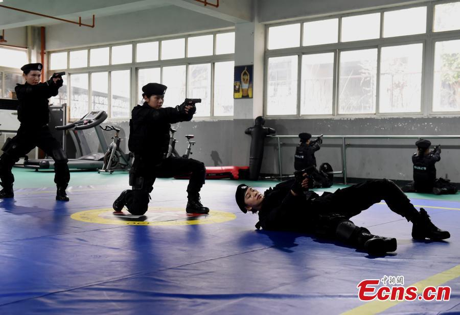 Members of a female special police taskforce of the Chongqing Public Security Bureau show their skills, including combat and firearm use, in an open day event on March 6, 2019, as part of activities to mark International Women\'s Day on March 8. (Photo: China News Service/Zhou Yi)