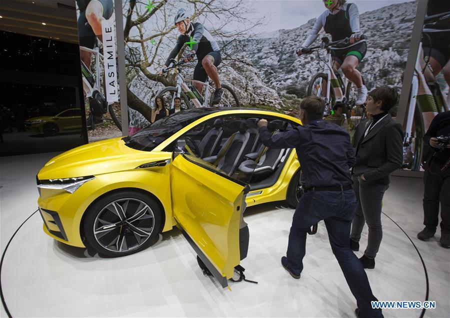 Photo taken on March 6, 2019 shows the Skoda Vision iV concept at the 89th Geneva International Motor Show in Geneva, Switzerland. Electric cars and hybrid cars are highlights at this year\'s Geneva International Motor Show, which will open to the public from March 7 to 17. (Xinhua/Xu Jinquan)