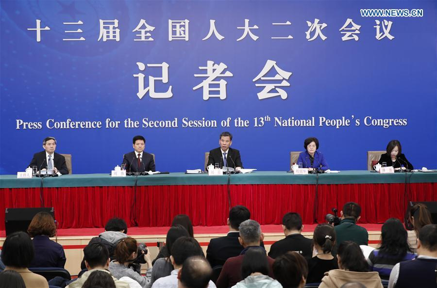 China\'s Minister of Finance Liu Kun (C), and vice ministers Cheng Lihua (2nd R) and Liu Wei (2nd L) attend a press conference on the country\'s fiscal and tax reforms and fiscal work for the second session of the 13th National People\'s Congress in Beijing, capital of China, March 7, 2019. (Xinhua/Shen Bohan)