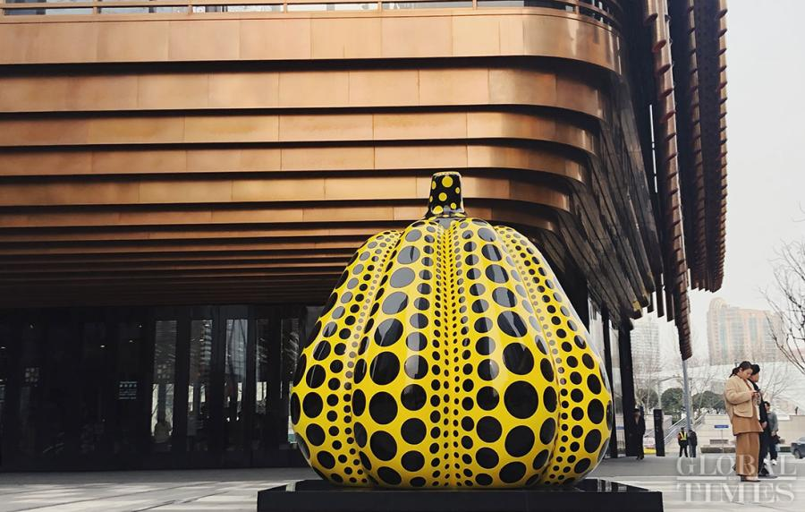 The piece of work pumpkin sits at the entrance of Fosun Foundation (Shanghai).  (Photos: Chen Xia/GT)