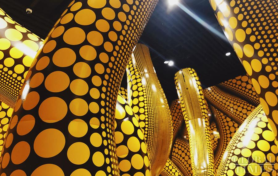 The artwork the hope of wavy dots will hang over the universe at the exhibit of Japanese artist Yayoi Kusama.  (Photos: Chen Xia/GT)