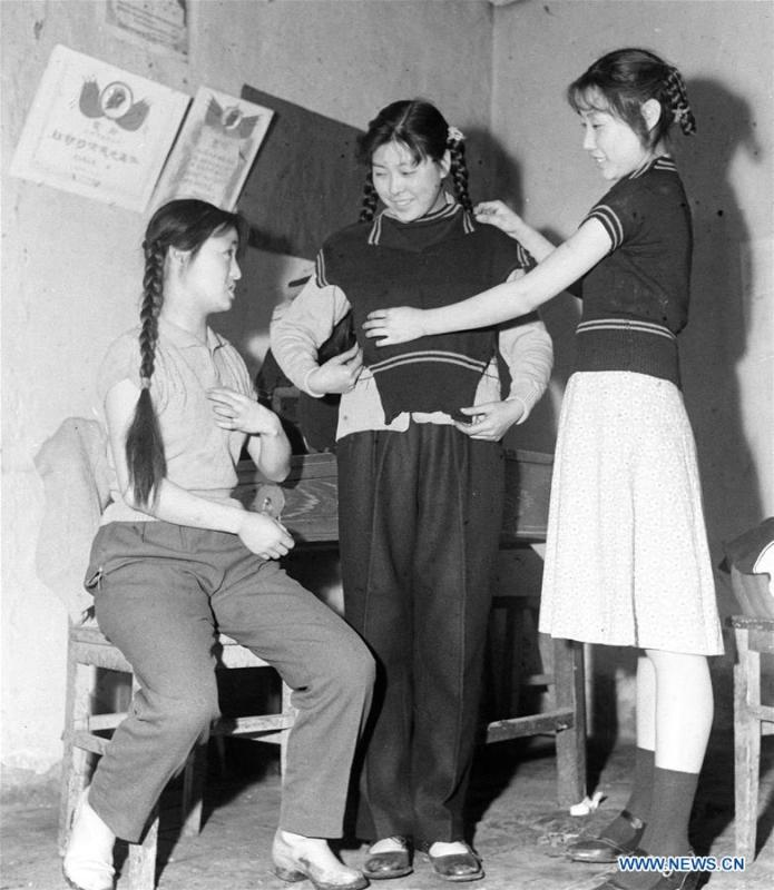 Women with braids try on sweaters at a knitting factory in Urumqi, northwest China\'s Xinjiang Uygur Autonomous Region, April 20, 1961. Along with China\'s reform and opening-up starting from 1978, Chinese women have refreshed their images year after year, which can be simply seen from their hairstyles. Women\'s hairstyles, just like a mirror, reflect fashion changes and most importantly, Chinese women\'s increasingly diversified definition of beauty. (Xinhua)
