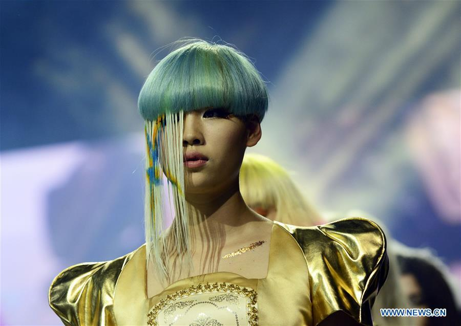 A model presents hair styling during a fashion show in Hangzhou, capital of east China\'s Zhejiang Province, July 4, 2014. Along with China\'s reform and opening-up starting from 1978, Chinese women have refreshed their images year after year, which can be simply seen from their hairstyles. Women\'s hairstyles, just like a mirror, reflect fashion changes and most importantly, Chinese women\'s increasingly diversified definition of beauty. (Xinhua/Li Zhong)