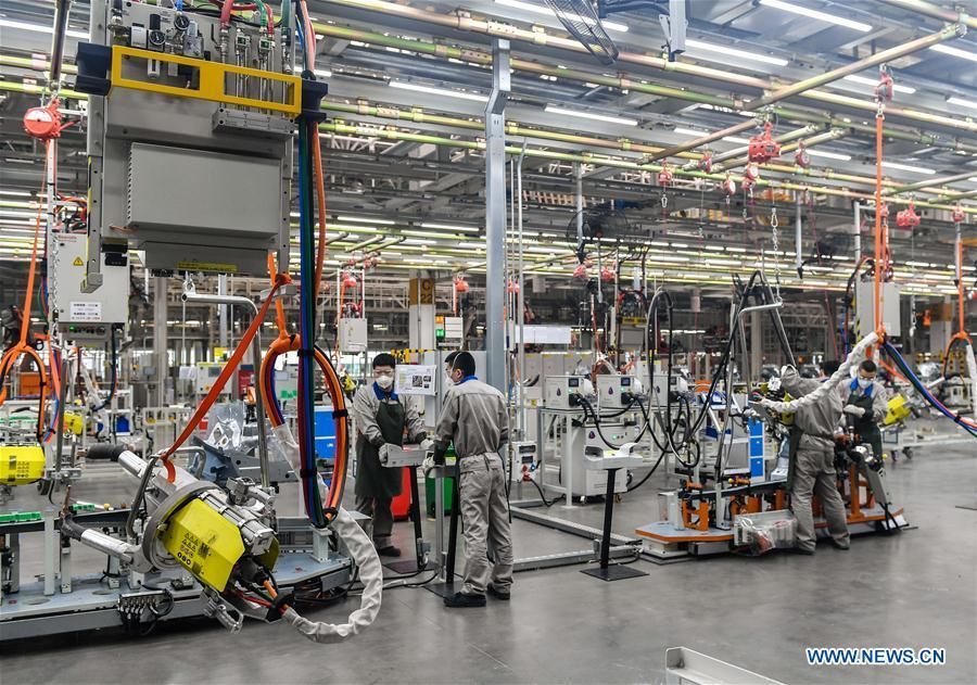 Workers carry out welding production at FAW-Volkswagen\'s new Audi Q plant in Changchun, northeast China\'s Jilin Province, March 29, 2018. (Xinhua/Xu Chang)