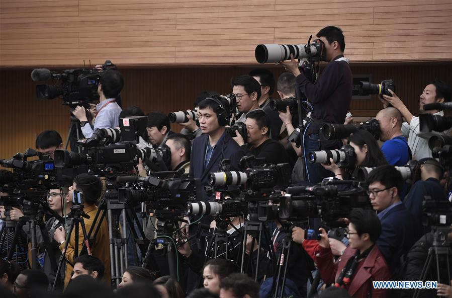 Journalists work at a press conference on China\'s domestic market and all-round opening-up for the second session of the 13th National People\'s Congress (NPC) in Beijing, capital of China, March 9, 2019. (Xinhua/Wang Peng)