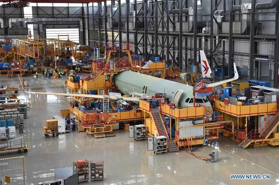 Photo taken on Sept. 27, 2018 shows staff members working at Airbus\' Tianjin final assembly line for the A320-family of jets in north China\'s Tianjin. (Xinhua/Li Ran)