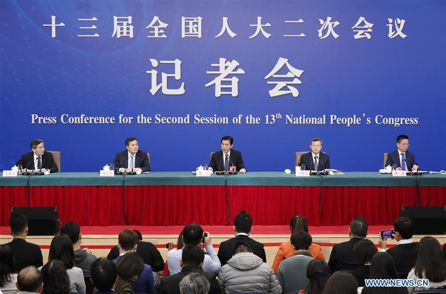 China\'s Minister of Commerce Zhong Shan (C), Vice Minister of Commerce and Deputy China International Trade Representative Wang Shouwen (2nd R) and Vice Minister of Commerce Qian Keming (2nd L) attend a press conference on China\'s domestic market and all-round opening-up for the second session of the 13th National People\'s Congress (NPC) in Beijing, capital of China, March 9, 2019. (Xinhua/Shen Bohan)