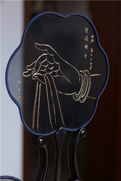 One of Liu\'s embroidered fans. (Photo provided to chinadaily.com.cn)