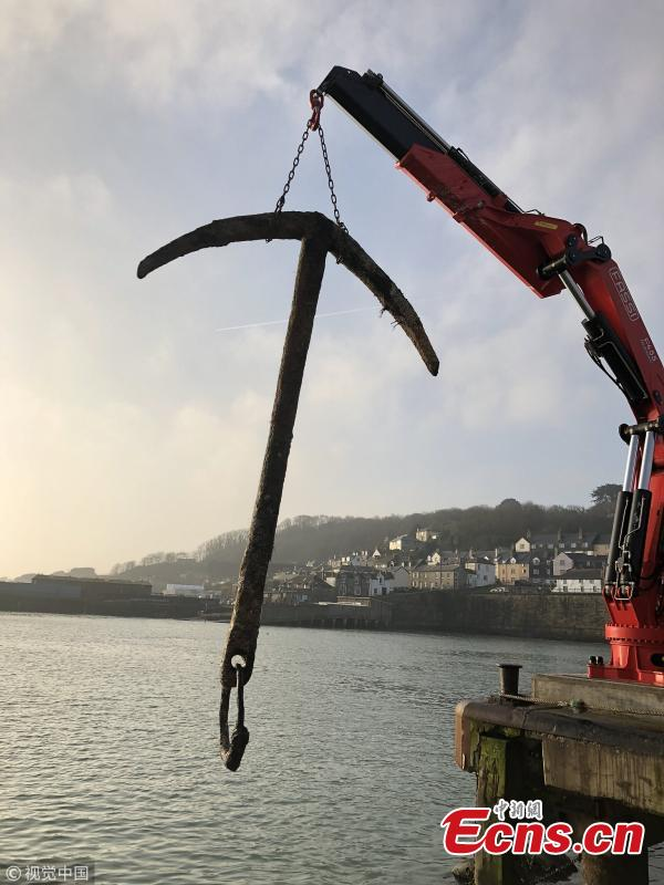 An anchor brought up in a trawler\'s fishing nets off the coast of the U.K. is reportedly from a 17th-century shipwreck. The anchor is believed to be from the Merchant Royal, which has been described as one of Britain\'s richest wrecks, carrying cargo worth around $10.5 million.(Photo/VCG)