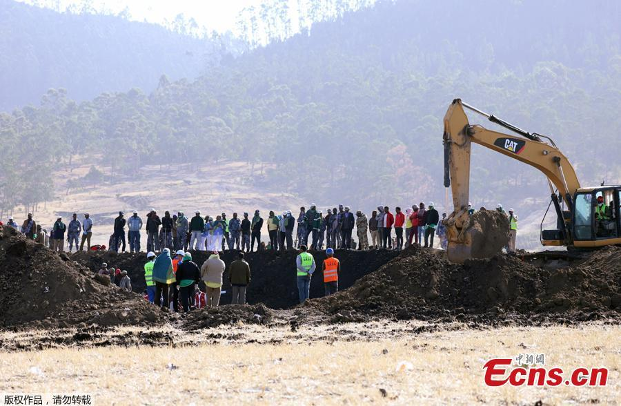 Members of the search and rescue mission look on as a digger searches for dead bodies of passengers at the scene of the Ethiopian Airlines Flight ET 302 plane crash, near the town of Bishoftu, southeast of Addis Ababa, Ethiopia March 11, 2019. Two flight data recorders from Ethiopian Airlines Flight ET302 were found Monday. (Photo/Agencies)