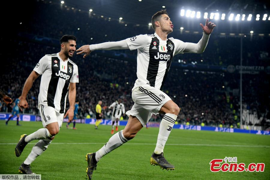 Juventus\'s Cristiano Ronaldo (R) celebrates after scoring during the UEFA Champions League round 16 second leg match between Juventus and Atletico Madrid in Turin, Italy, Mar.12, 2018. Juventus won 3-0. (Photo/Agencies)