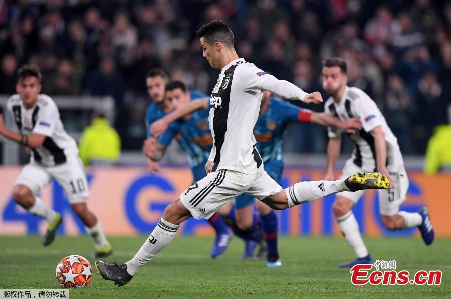 Juventus\'s Cristiano Ronaldo shoots and scores a penalty kick during the UEFA Champions League round 16 second leg match between Juventus and Atletico Madrid in Turin, Italy, Mar.12, 2018. Juventus won 3-0. (Photo/Agencies)