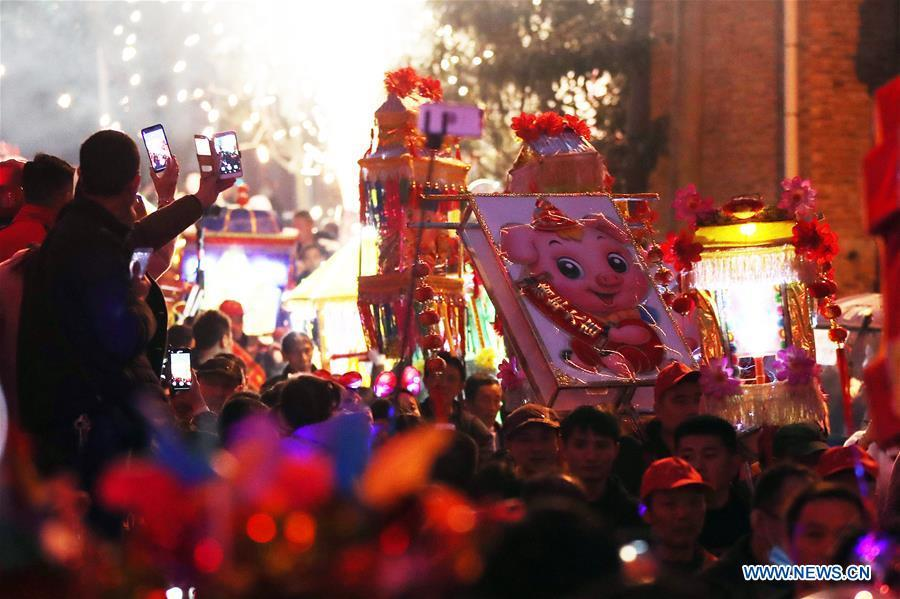 People holding colorful lanterns take part in the celebration of Huodeng Festival in Jiepai Town of Hengyang County, central China\'s Hunan Province, March 13, 2019. The Huodeng Festival was held here to wish for good luck in the new year. (Xinhua/Liu Xinrong)
