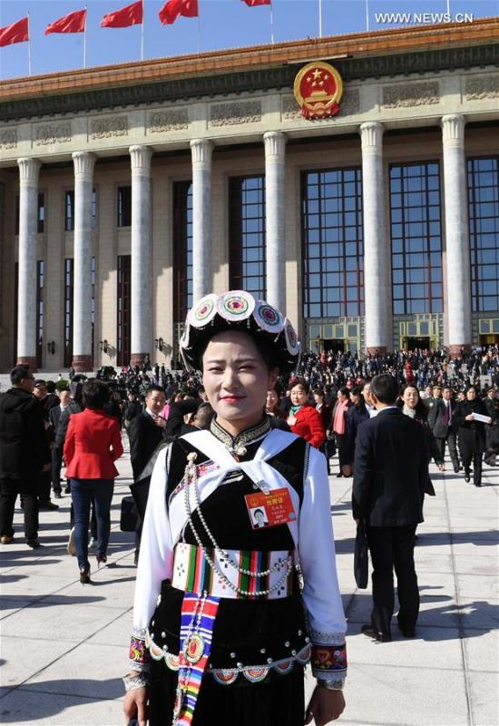 Fan Yongzhen, a deputy to the 13th National People\'s Congress (NPC), walks out of the Great Hall of the People after the opening meeting of the second session of the 13th NPC in Beijing, capital of China, March 5, 2019. (Xinhua/Yang Zongyou)