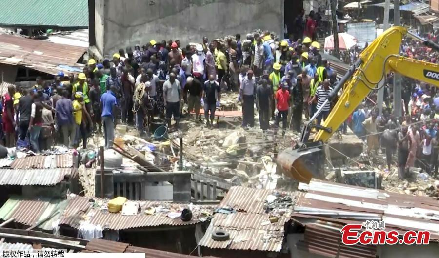 Rescue workers search for survivors at the site of a collapsed building containing a school in Nigeria\'s commercial capital Lagos, Nigeria, March 13, 2019. As many as 100 children and many others were feared trapped on Wednesday after the building collapsed. (Photo/Agencies)