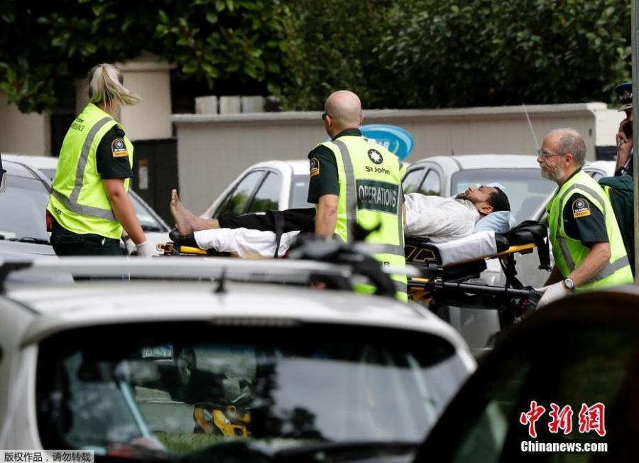 Ambulance staff take a man from outside a mosque in central Christchurch, New Zealand, Friday, March 15, 2019.  At least 40 people were killed in multiple shootings in the two mosques of New Zealand\'s Christchurch on Friday afternoon, and police said they have arrested four suspects so far.  (Photo/Agencies)