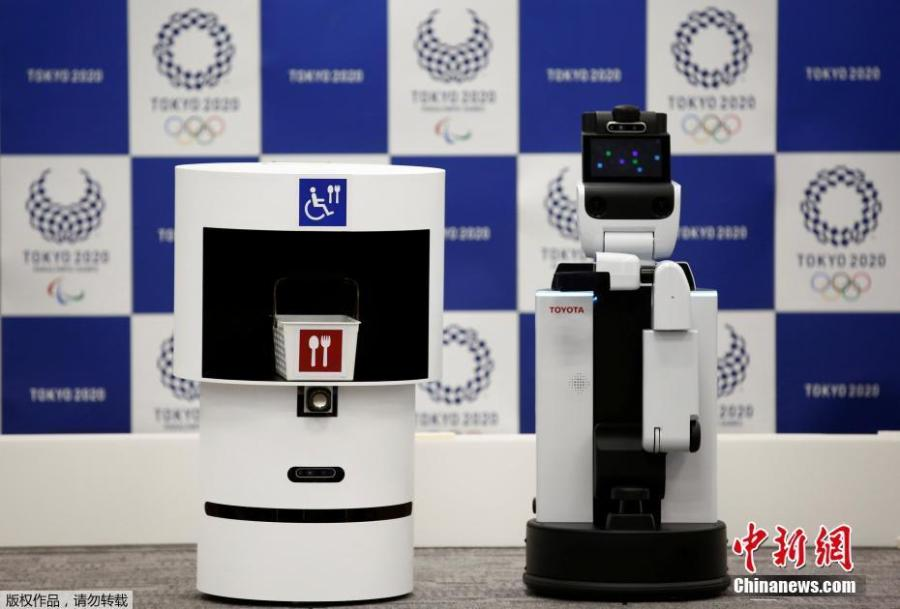 Toyota\'s DSR (Delivery Support Robot) (L) and HSR (Human Support Robot) are pictured at a demonstration of Tokyo 2020 Robot Project for Tokyo 2020 Olympic Games in Tokyo, Japan, March 15, 2019. (Photo/Agencies)