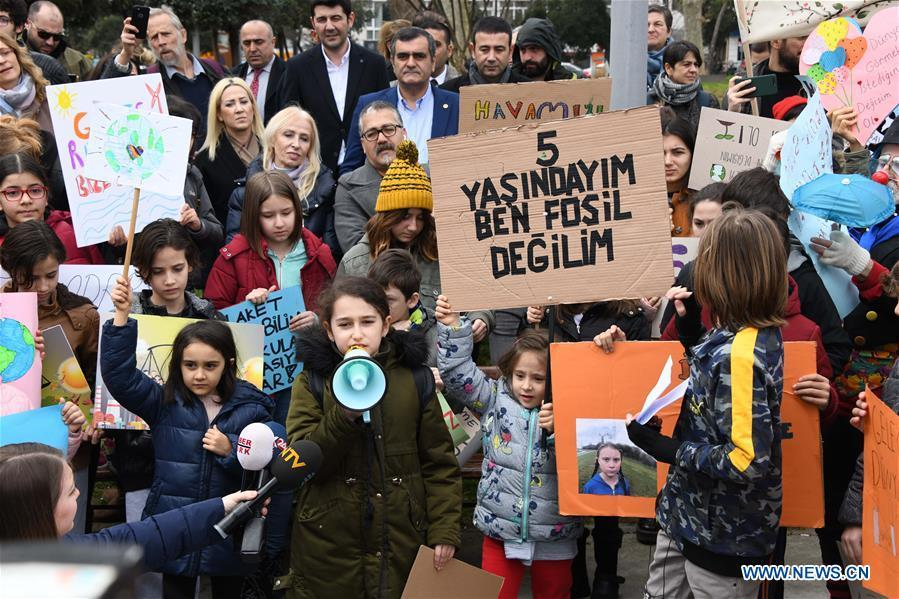 Turkish pupils attend a rally at Bebek Park, Istanbul, Turkey, on March 15, 2019. About 100 Turkish pupils missed school on Friday to gather together in a park along the Bosphorus Strait to appeal for action on climate change. (Xinhua/Xu Suhui)