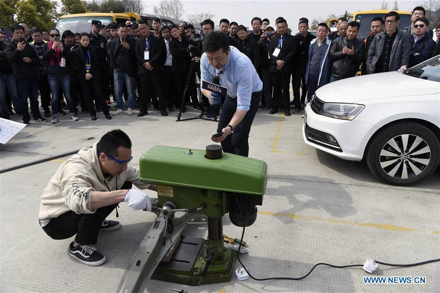 Staff members conduct testings on automobile parts in Hangzhou, east China\'s Zhejiang Province, on March 15, 2019, the World Consumer Rights Day. A variety of activities were held across China to raise consumers\' awareness to protect their rights on the World Consumer Rights Day. (Xinhua/Shi Jianxue)