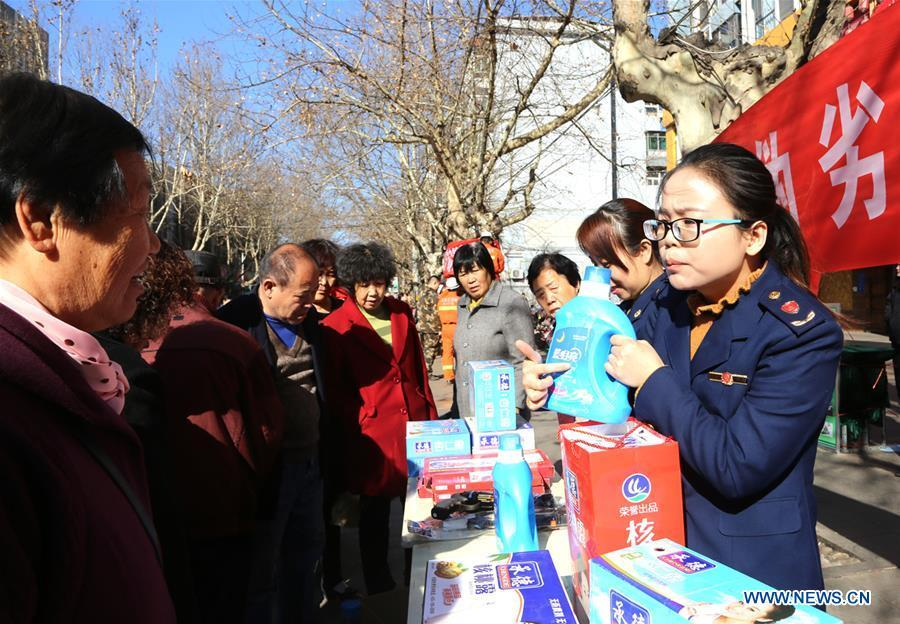 Citizens learn to distinguish counterfeit goods in Shijiazhuang, capital of north China\'s Hebei Province, on March 15, 2019, the World Consumer Rights Day. A variety of activities were held across China to raise consumers\' awareness to protect their rights on the World Consumer Rights Day. (Xinhua/Wu Yinhu)