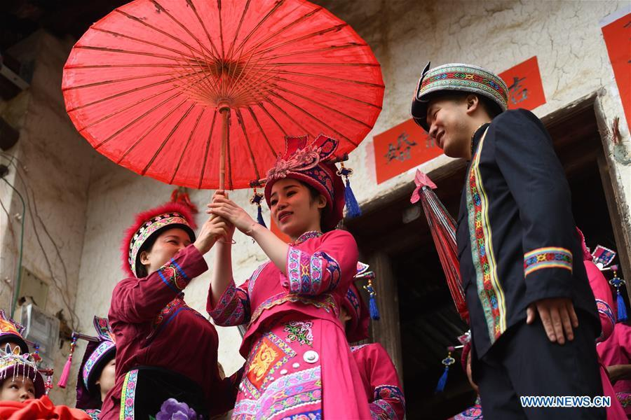 The bride (C) is seen leaving her parents\' home at a wedding ceremony in Mianhua Village of Siba Township of Luocheng Mulao Autonomous County, south China\'s Guangxi Zhuang Autonomous Region, March 17, 2019. A traditional wedding ceremony of the Mulao ethnic group is held here on Sunday. (Xinhua/Meng Zengshi)