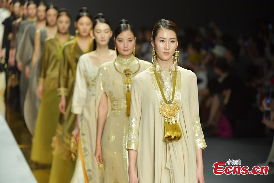 Model wear creations by brand Jixiangzhai during the 2019 Shenzhen Fashion Week in Shenzhen City, South China's Guangdong Province, March 17, 2019. (Photo: China News Service/Chen Wen)