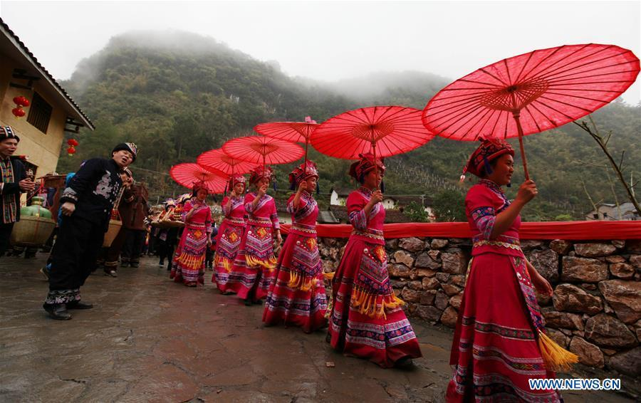 A team escorts the bride to the bridegroom\'s home at a wedding ceremony in Mianhua Village of Siba Township of Luocheng Mulao Autonomous County, south China\'s Guangxi Zhuang Autonomous Region, March 17, 2019. A traditional wedding ceremony of the Mulao ethnic group is held here on Sunday. (Xinhua/Meng Zengshi)