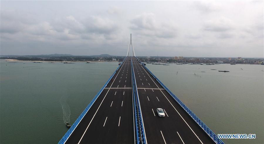 Aerial photo taken on March 18, 2019 shows the Haiwen Bridge, south China\'s Hainan Province. The cross-sea bridge, which was built over seismic faults, officially started operation on Monday. The total length of the bridge is 5.597 km, including about 3.959 km across the sea. The bridge, which links Yanfeng Township of Haikou City and Puqian Township of Wenchang City, cut the trip between the two places from an hour and a half to about 20 minutes. (Xinhua/Guo Cheng)