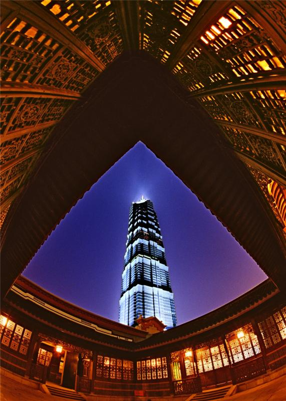 Jinmao Tower, an 88-story landmark building in Shanghai\'s Lujiazui area, started operation on March 19, 1999.  (Photo by Zheng Xianzhang/for chinadaily.com.cn)